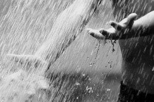 Молочный дождь белого цвета