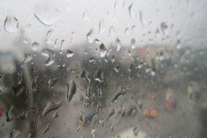 Дождь стучится снова