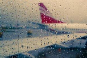 Полет на самолете под первый дождь