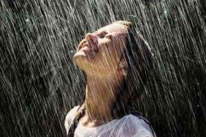 Дождь делает волосы мягкими