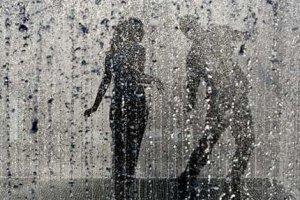 Она восторженно удивлялась: какой красивый дождь