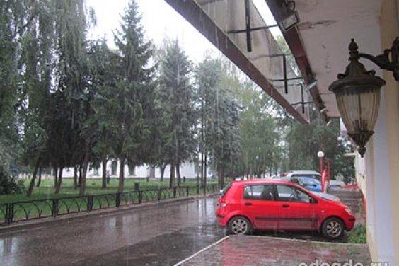 А дождь за окном продолжался