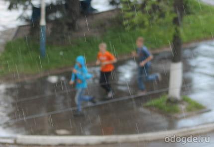бегать в дождь приходится не часто