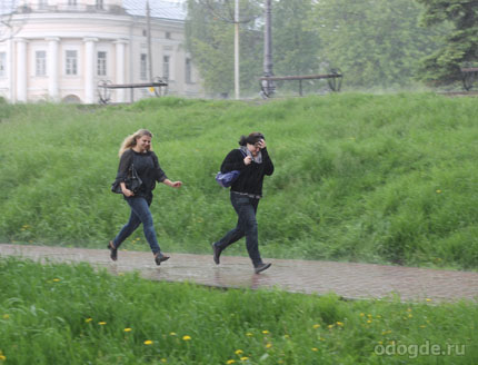 Как правильно бежать под дождем, чтобы не промокнуть?