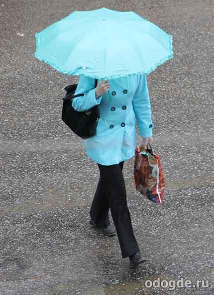на улице шел дождь