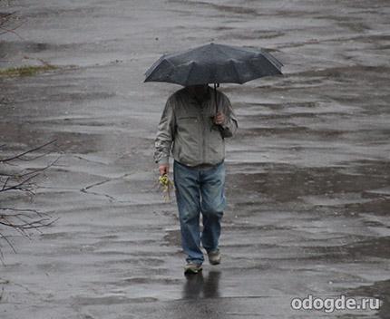Дождь гулял по городу